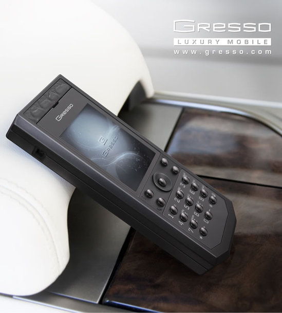 Gresso_ Pure_Black_phone_2.jpg