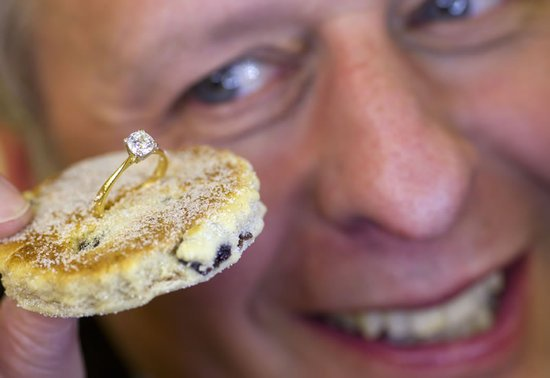 Welsh Cake worth $9000 topped with diamond solitaire to mark St David's day