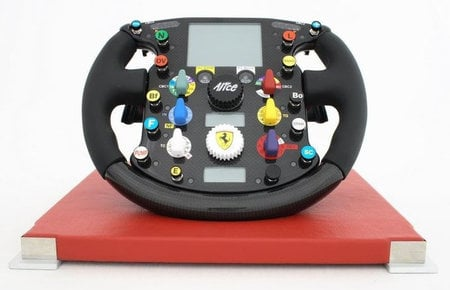 ferrari_f2007_steering_wheel-thumb-450x290.jpg