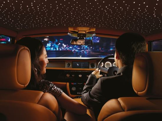 Roll Royce S Starlight Headliner Lights Up The Roof With Hundreds Of