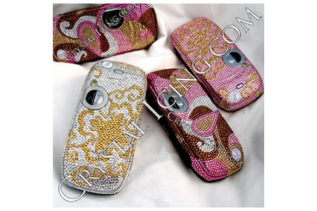 Paris Hilton flaunts Swarovski Crystal T-Mobile Sidekick 3 - Luxurylaunches.com