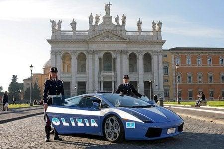 Votre voiture en photos (pas trop larges) - Page 9 Lamborghini_gallardo_3-thumb-450x299