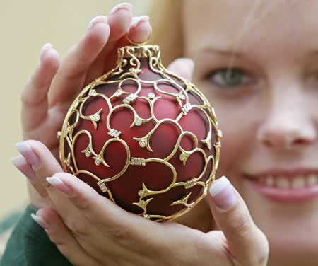 World s most expensive Christmas ornament at 31 400 Luxurylaunches com from luxurylaunches.com