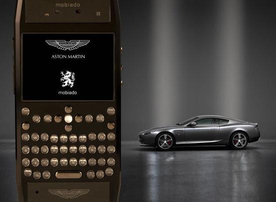 Mobiado_Grand-350-Aston-Martin-cellphone-1.jpg