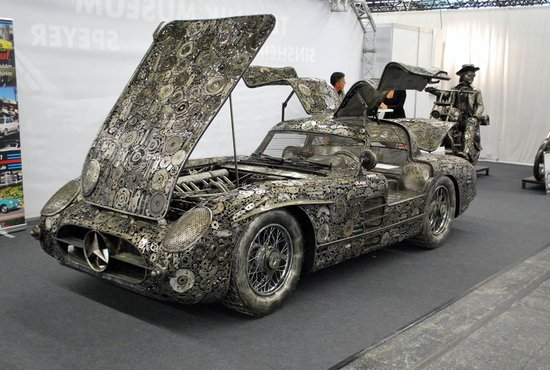 Mercedes Benz 300sl Gullwing Upcycled From Scrap Is Far From Crap Business Insider