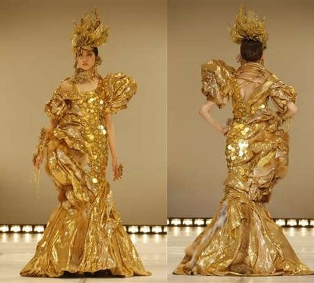 http://www.luxurylaunches.com/entry_images/1107/03/gold_coins_outfit4-thumb-450x405.jpg