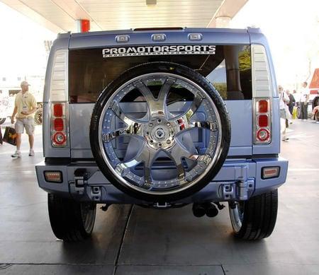 Hummer H2 gets 30-inch tires