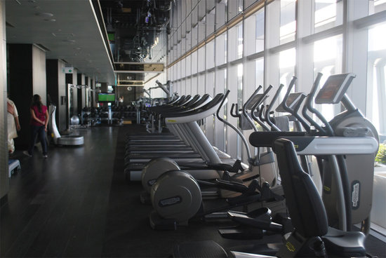 ritz-carlton-hong-kong-gym.jpg
