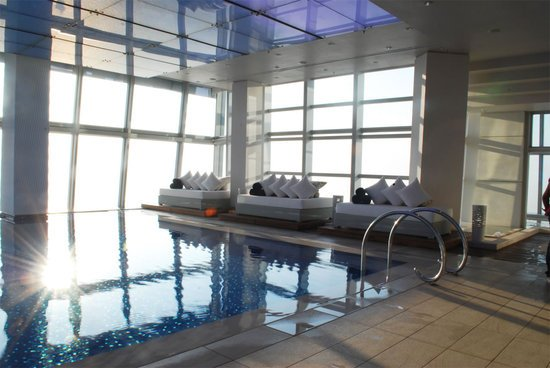 ritz-carlton-hong-kong-pool_4.jpg
