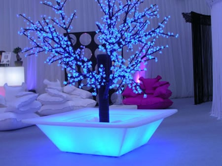 Bench Pot illuminates the house-plant - Luxurylaunches.com