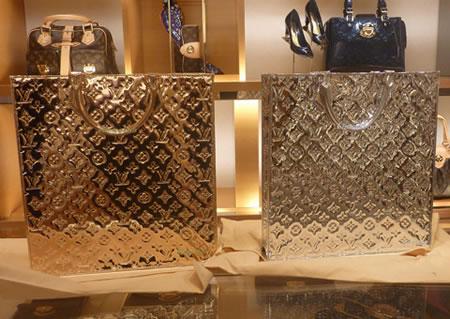 Мода.  Известнейший бренд Louis Vuitton решил выпустить новую коллекцию...