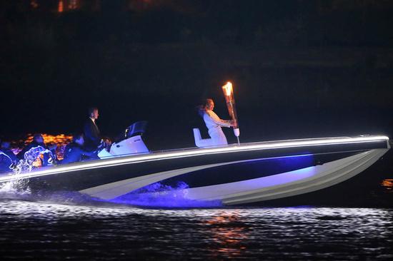david-beckham-speedboat-3.jpg