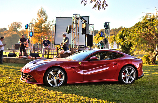 f12-berlinetta-auction-4.jpg