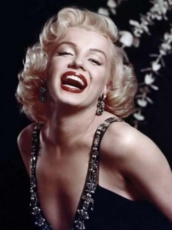 marilyn-monroe-love-chanel-4.jpg