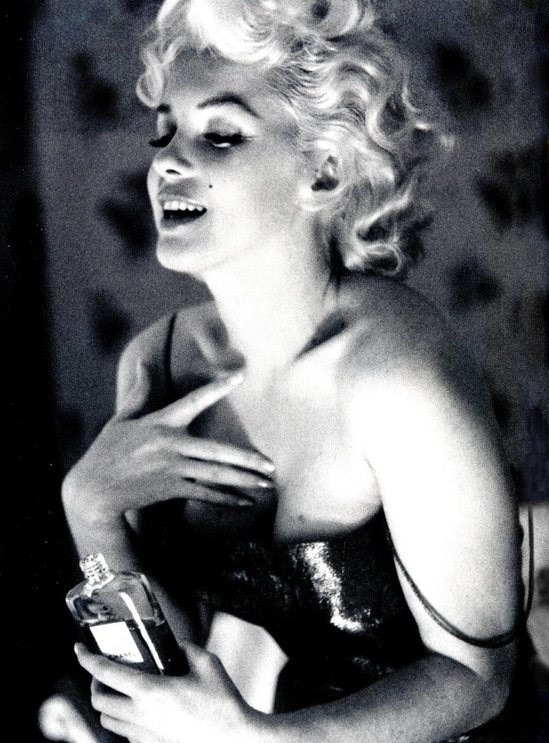 marilyn-monroe-love-chanel-5.jpg