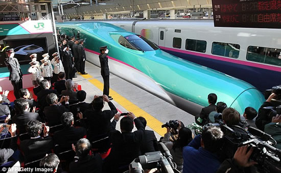 186mph-Japanese-bullet-train-Hayabusa-2.jpg
