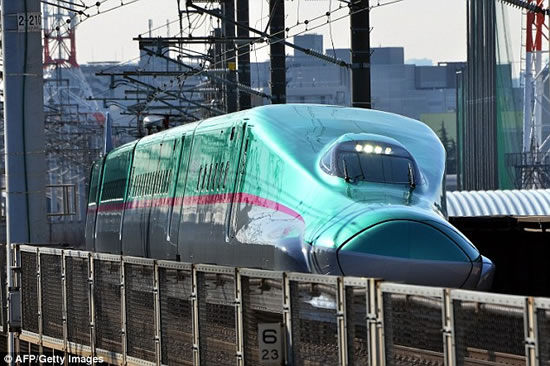 186mph-Japanese-bullet-train-Hayabusa-3.jpg