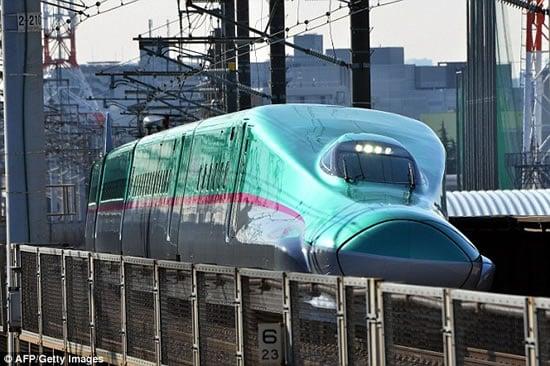 186mph-Japanese-bullet-train-Hayabusa-3.jpg