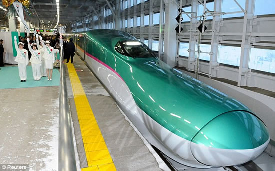 186mph-Japanese-bullet-train-Hayabusa-5.jpg