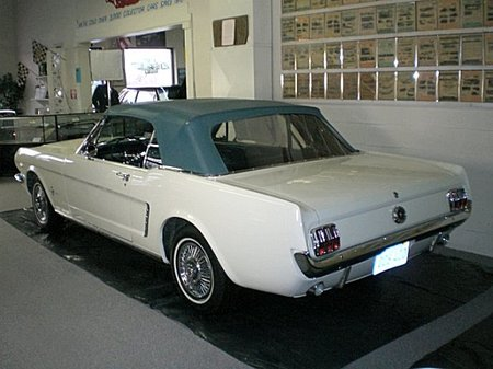 1964_1-2_Ford_Mustang_2.jpg