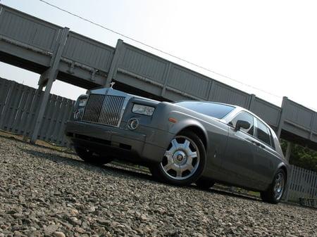 2007_Rolls-Royce_Phantom_2.jpg