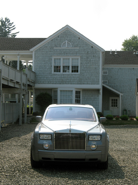 2007_Rolls-Royce_Phantom_3.jpg
