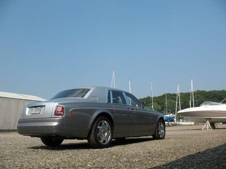 2007_Rolls-Royce_Phantom_4.jpg