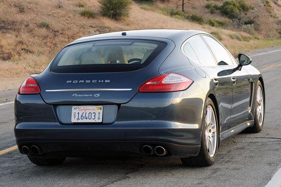 2010-Porsche-Panamera-4S-2.jpg