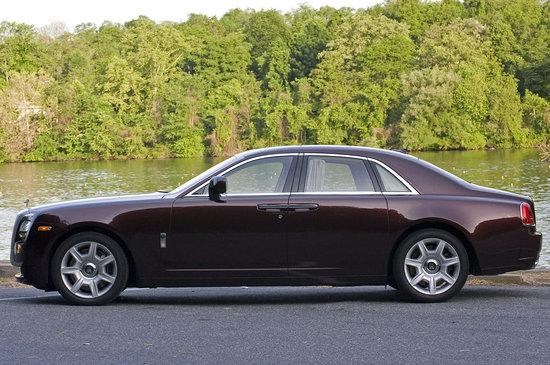 2010-Rolls-Royce-Ghost-2.jpg