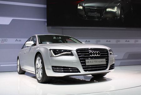 2011-Audi-A8-2.jpg