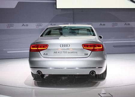 2011-Audi-A8-4.jpg