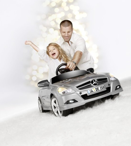 2011-Mercedes-Benz-Christmas-Collection-4.jpg