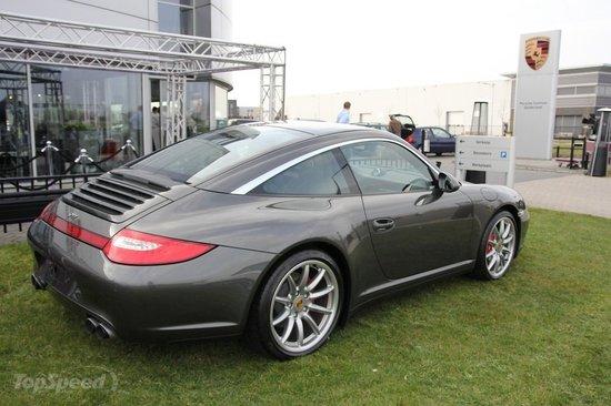 2011-Porsche-911-Limited-Edition-Gelderland2.jpg