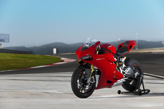 2012-Ducati-1199-Panigale-Superbike-5.jpg
