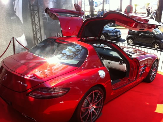 2012-Mercedes-Benz-AMG-SLK-Gull-Wing-1.jpg