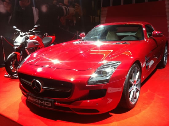 2012-Mercedes-Benz-AMG-SLK-Gull-Wing-2.jpg