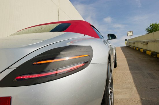 2012-mercedes-benz-sls-amg-roadster-2.jpg