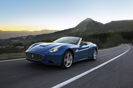 2012_Ferrari_California_1.jpg