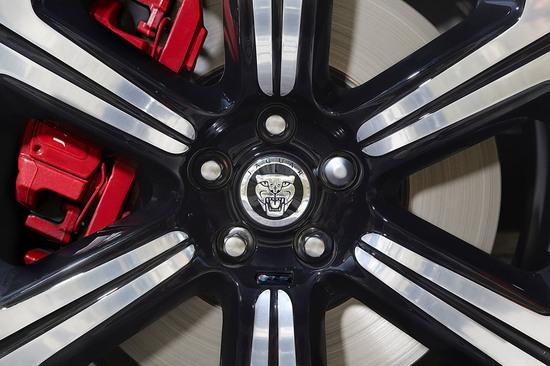 2014-jaguar-xfrs27-12.jpg