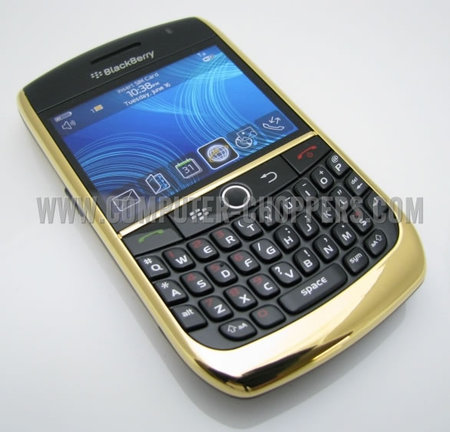 24kt_Gold_Blackberry_8900_2.jpg