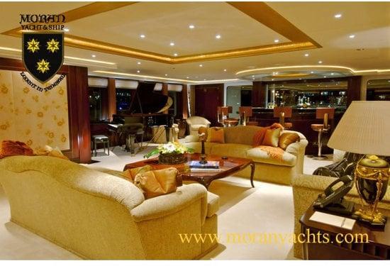 4-Unloading-100-Million-Yacht-SH.jpg