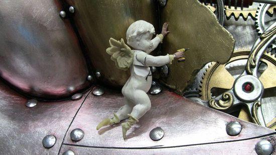5-foot-tall-heart-sculpture-with-working-gears-11.jpg