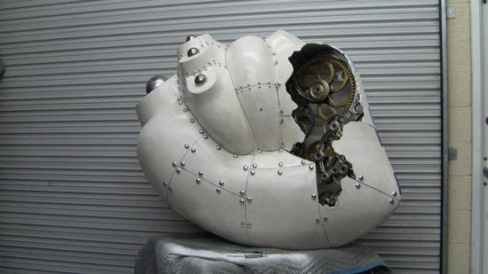 5-foot-tall-heart-sculpture-with-working-gears-5.jpg