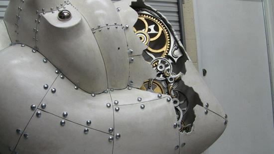 5-foot-tall-heart-sculpture-with-working-gears-6.jpg