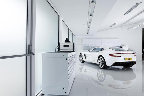 Aston-Martin-One-77-2.jpg