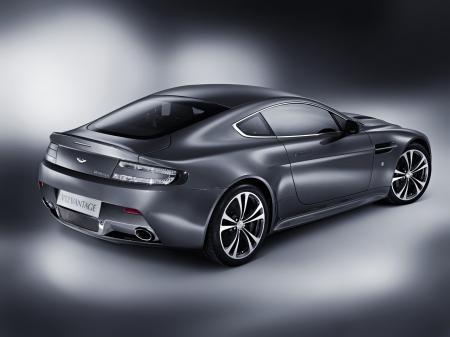 Aston-Martin-V12-Vantage-3.jpg