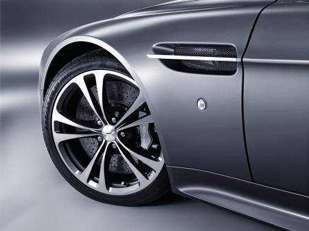 Aston-Martin-V12-Vantage-5.jpg