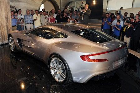 Aston_Martin_One-77_4.jpg