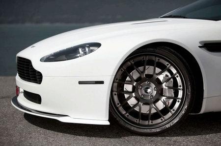 Aston_Martin_V8_Vantage_4.jpg
