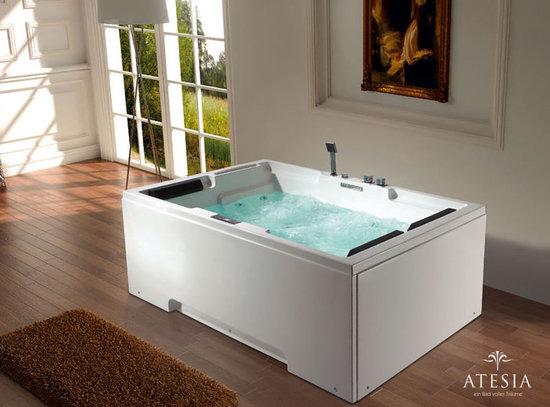 Atesia's-Maui-bathtub-2.jpg